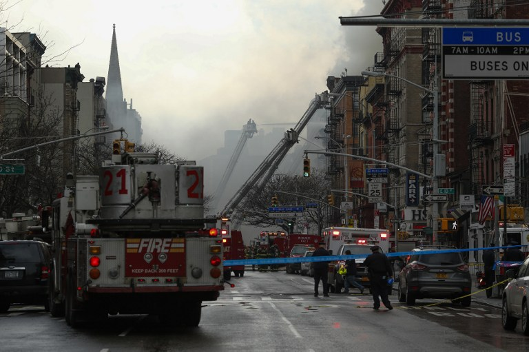 Dos desaparecidos y 25 heridos por incendio en Nueva York