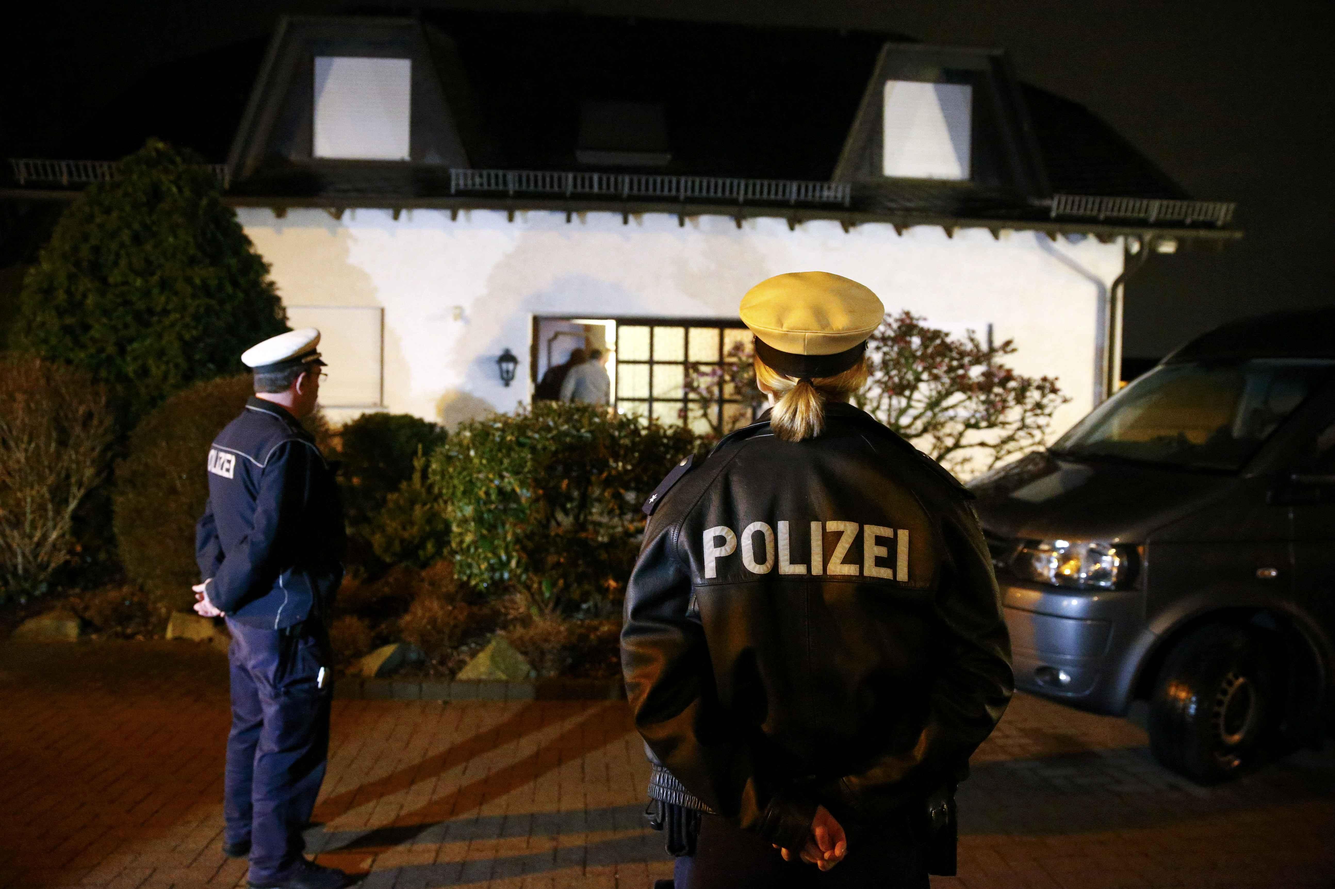 Autoridades comienzan a reunir pistas en la casa de Andreas Lubitzs