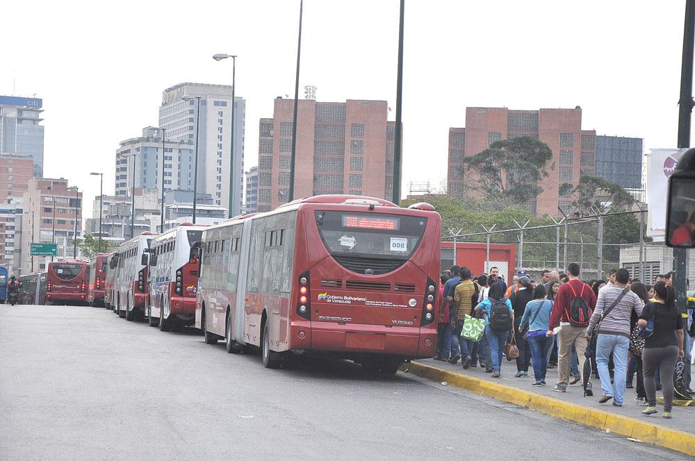 Ministro de Transporte anunció suspensión de nueve rutas de Metrobús en Caracas