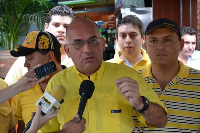 José Antonio España: Al pueblo se le puso la papa dura y las medicinas lejos