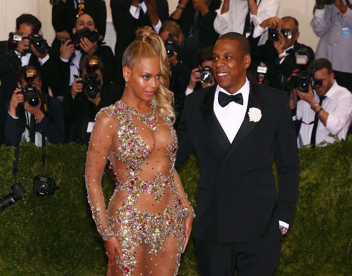 beyonce arrives with husband jayz at the museum of art costume institute gala