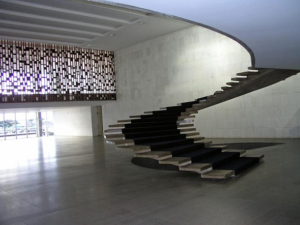 no tenemos nada contra los borrachos pero si decimos por su integridad fsica que si alguna vez llegan a ver estas escaleras ni se les ocurra subirbajar