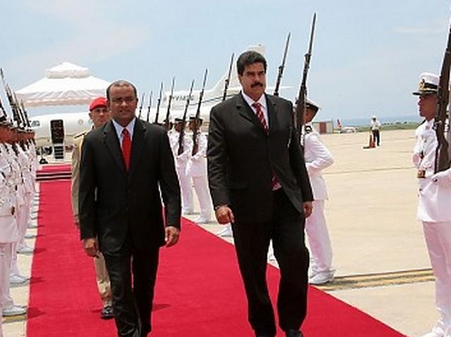 En un avión de Pdvsa procedente de Georgetown, el mandatario guyanés Bharrat Jagdeo el 212 de julio de 2010 llegó a la rampa 4 del Aeropuerto Internacional Simón Bolívar de Maiquetía para realizar una visita oficial de un día en la capital venezolana; fue recibido por el Vicepresidente Ejecutivo, Elías Jaua, el Canciller, Nicolás Maduro y el viceministro para Europa, Temir Porras. Sostuvo un encuentro privado con Hugo Chávez y fue declarado visitante ilustre y recibió las llaves de la Ciudad de Caracas de manos del alcalde de Municipio Libertador, Jorge Rodríguez / AVN