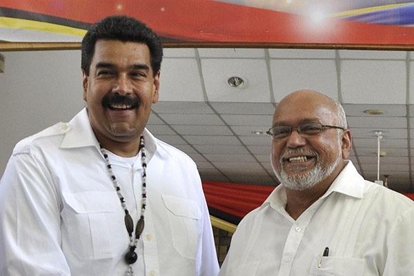 El 31 de agosto de 2013 Nicolás Maduro y Donald Ramotar sostuvieron una cumbre bilateral de Gergetown, Guyana. Ambos países mantienen una amplia cooperación desarrollada durante el gobierno del fallecido presidente Hugo Chávez (1999-2013). A través de Petrocaribe, Venezuela, principal productor de petróleo de Sudamérica, vende crudo a precios preferenciales a Guyana, a cambio de arroz blanco.