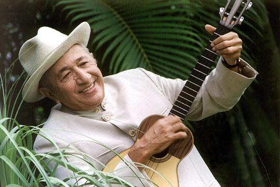 Foto: En la foto: Simón Díaz también conocido por su apodo de El Tío Simón, fue un cantante, músico, compositor, poeta, humorista, caricaturista y empresario venezolano. Díaz falleció en 2014. / BuzzFeed