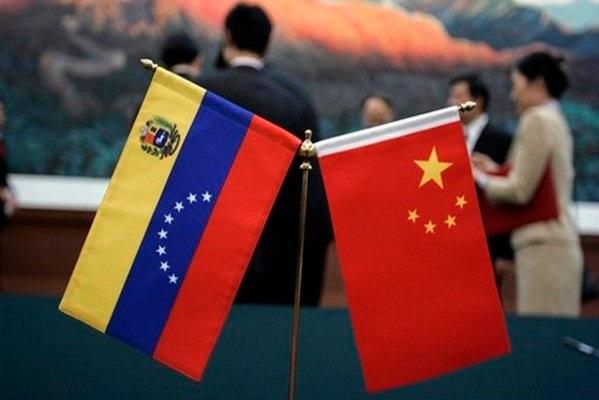 El Fondo Chino negociado en 2007 por el fallecido presidente Hugo Chávez, permite a Venezuela recibir préstamos de China en tramos de hasta 5.000 millones de dólares y pagarlos con envíos de crudo
