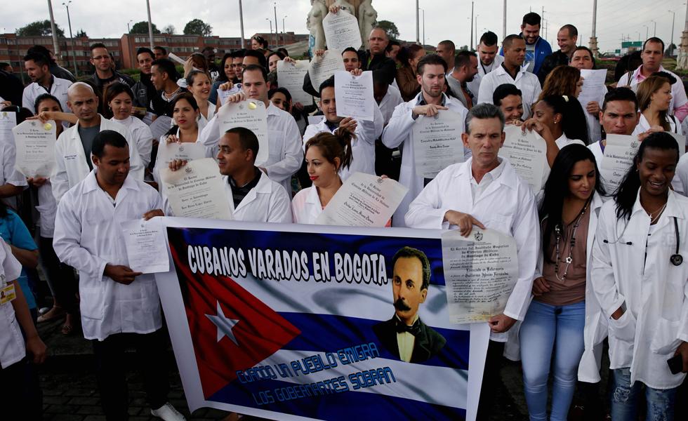 Resultado de imagen para médicos cubanos