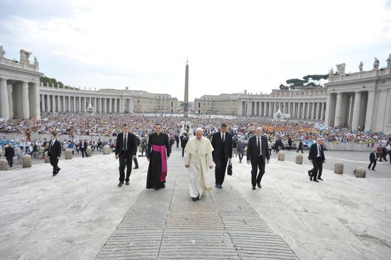 El papa Francisco durante la audiencia general de los miércoles en la plaza de San Pedro en el Vaticano hoy, 2 de septiembre de 2015. EFE/Osservatore Romano