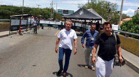 Diego Arria visitó albergues en Cúcuta