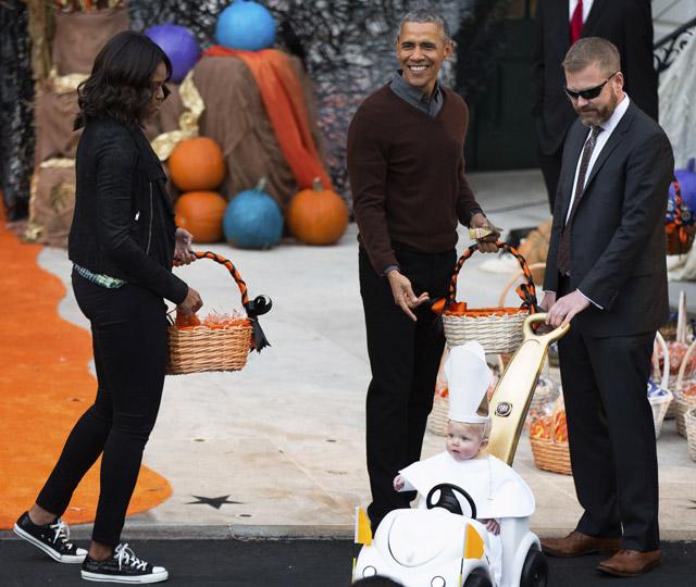 Papamóvil-bebé se llevó premio de Halloween en Casa Blanca