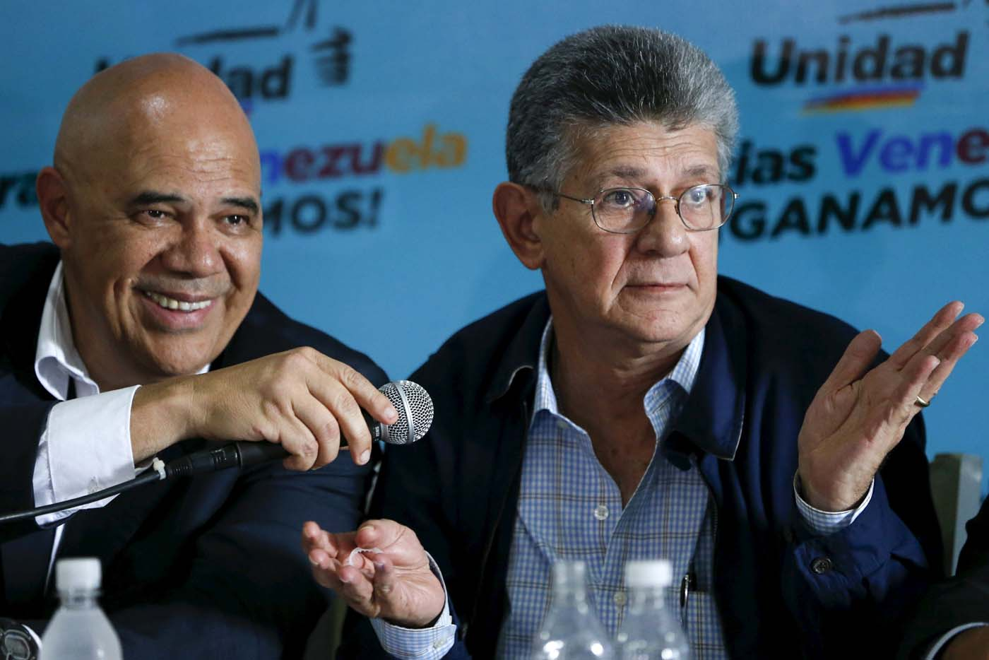 Henry Ramos Allup (R), a new elected deputy from Venezuelan coalition of opposition parties (MUD) speaks next to Jesus Torrealba, secretary of MUD during a news conference in Caracas, Venezuela, December 11, 2015. REUTERS/Carlos Garcia Rawlins