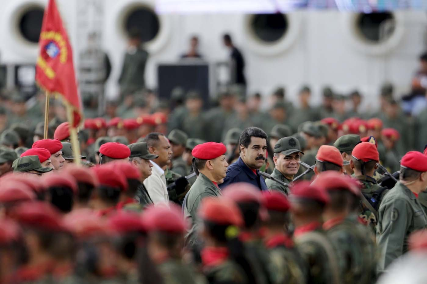 Venezuela's President Nicolas Maduro (C) attends a military parade in Caracas, December 12, 2015. REUTERS/Marco Bello    FOR EDITORIAL USE ONLY. NO RESALES. NO ARCHIVE.