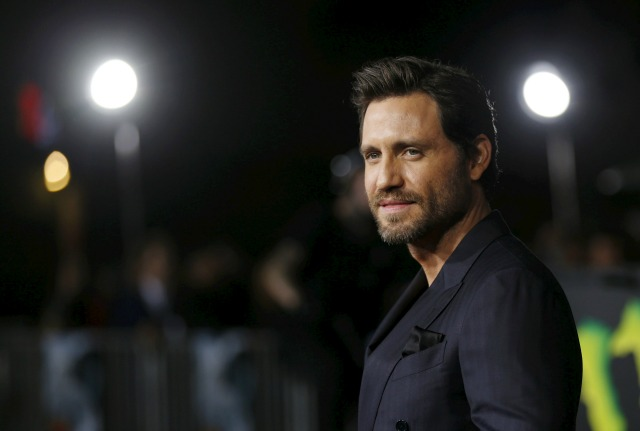 """Reparto Edgar Ramírez plantea en el estreno de """"Point Break"""" en Hollywood, California 15 de diciembre de 2015. La película se estrena en los EE.UU. el 25 de diciembre REUTERS / Mario Anzuoni"""