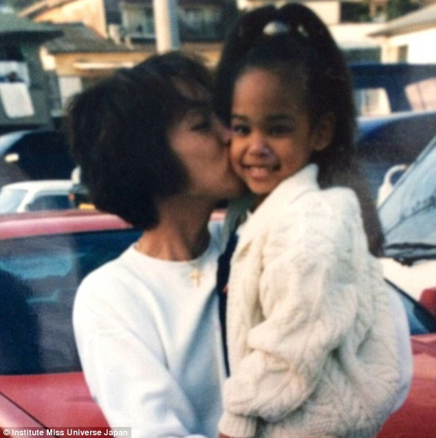 2731C90500000578-3021032-Ariana_with_her_mother_She_says_she_is_Japanese_through_and_thro-a-44_1427885246674
