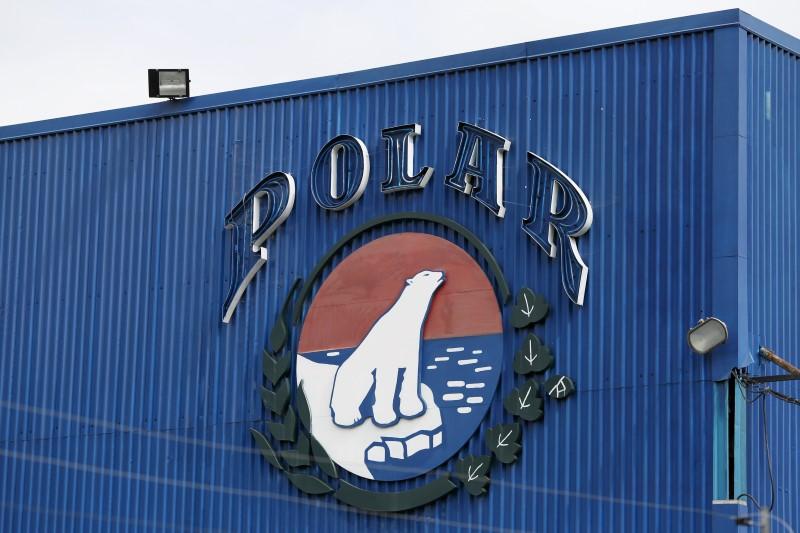 El logo corporativo de Empresas Polar es visto en una instalación de la compañía en Caracas, 30 de julio de 2015. REUTERS/Carlos Garcia Rawlins