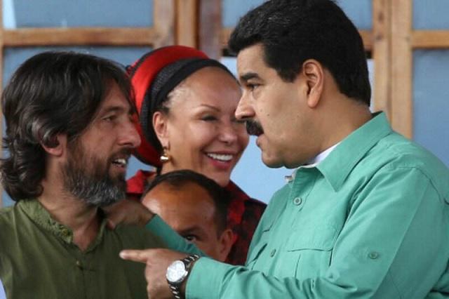 Nicolás Maduro presidió el 13 de diciembre de 2014, desde el Cuartel de la Montaña, el bautizo del Libro Pensamiento Económico de Hugo Chávez en compañía del autor,  Alfredo Serrano Mancilla (izq.) / archivo
