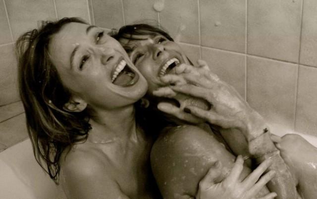 En la imagen aparecen la actriz Axelle Laffont y la cómica Anne Marivin.