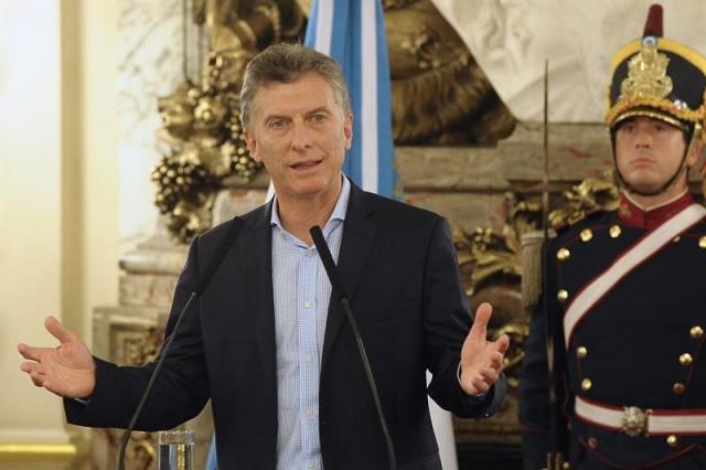 El presidente de Argentina, Mauricio Macri, durante un acto junto a dirigentes políticos y sindicales en la Casa Rosada en Buenos Aires (Argentina). EFE