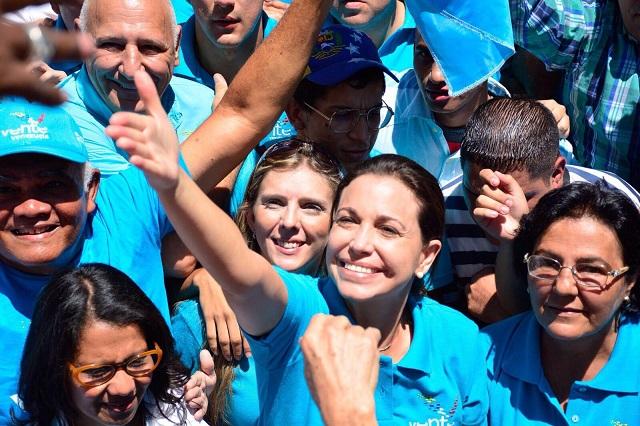 María Corina Machado en la concentración de la calle Élice en Chacao / Foro Blas Santander @Bastphotography