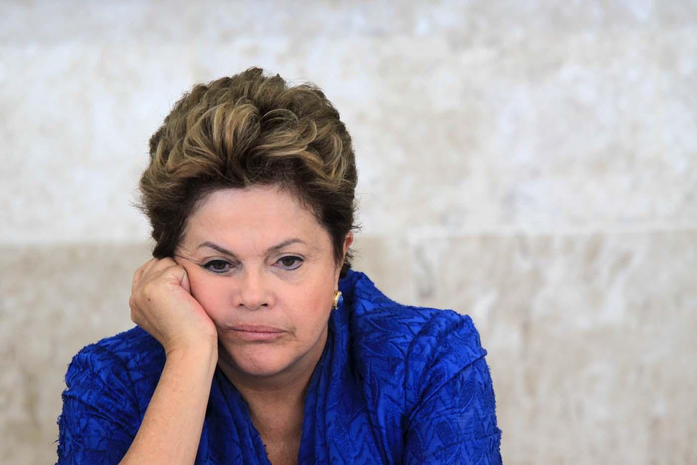La presidenta de Brasil, Dilma Rousseff, durante una reunión en Brasilia, Brasil. 5 de junio de 2013. El presidente en ejercicio de la Cámara de Diputados de Brasil, Waldir Maranhão, revocó la noche del lunes su propia decisión de anular la votación del proceso de juicio político contra la presidenta Dilma Rousseff en la cámara baja, el mismo día que anuló inesperadamente una votación clave del proceso. REUTERS/Ueslei Marcelino