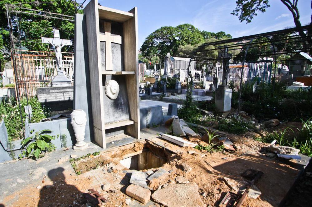 tumba romulo gallegos cementerio general del sur