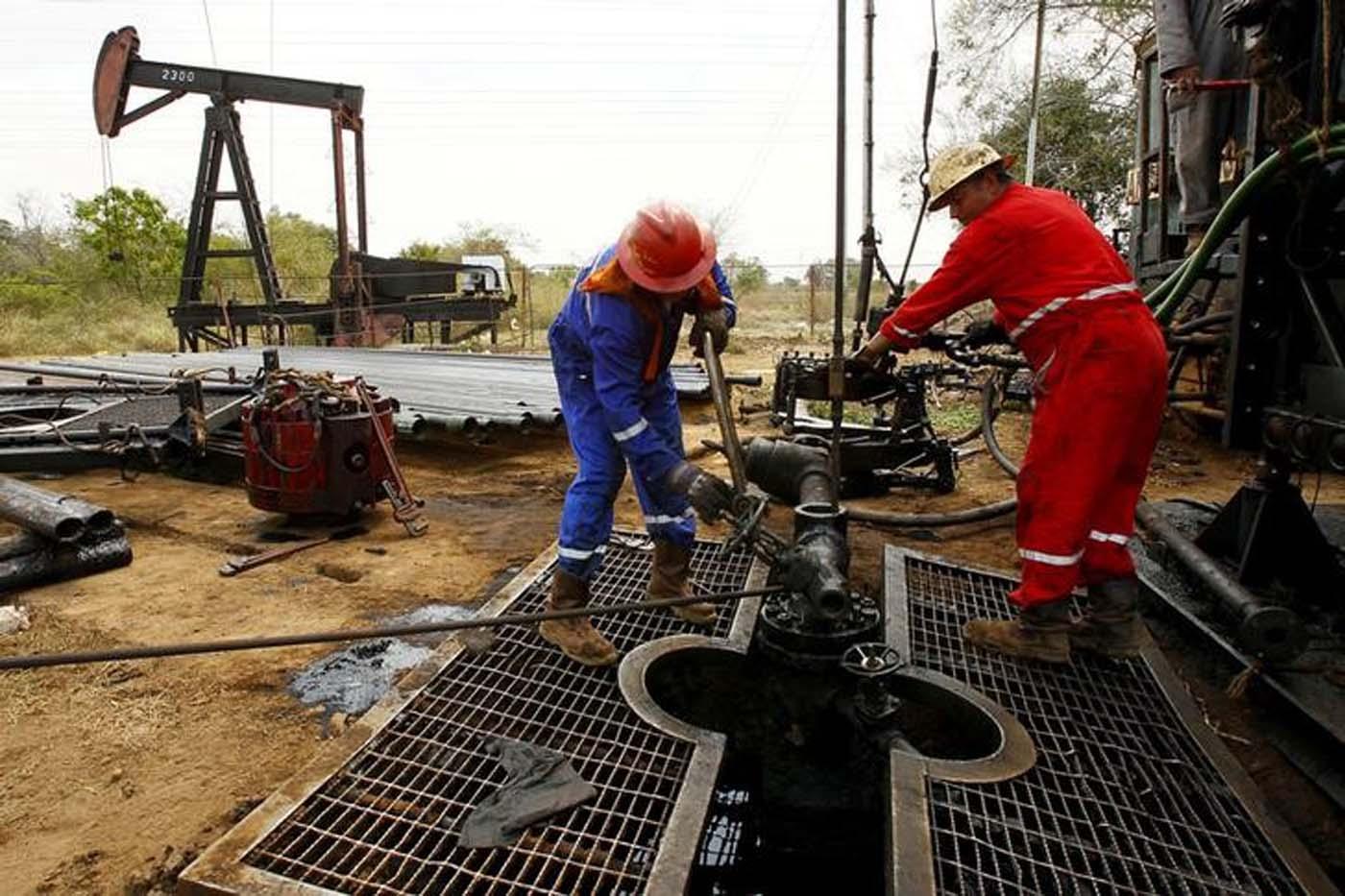 Reservas de petróleo de Estados Unidos caen en 14,5 millones de barriles