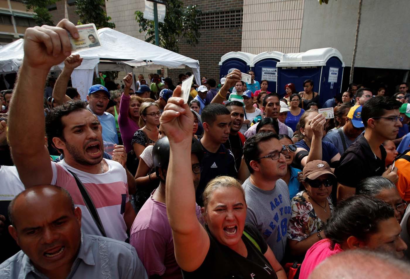2016-06-24T221937Z_1137672142_S1AETLVCNHAA_RTRMADP_3_VENEZUELA-POLITICS