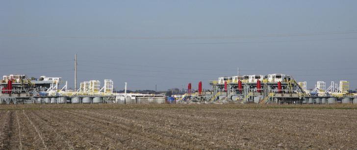 Un complejo de extracción de petróleo de la compañía Helmerich, en Seguin, Texas (Foto REUTERS/Terry Wade)