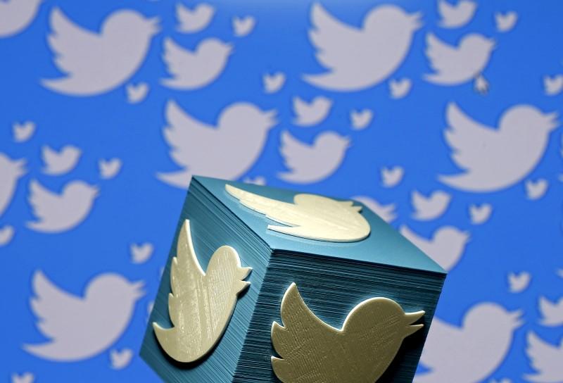 El logo de Twitter impreso en 3D, en esta fotografía ilustrativa tomada en Zenica, Bosnia y Herzegovina.  REUTERS/Dado Ruvic/Illustration/File Photo
