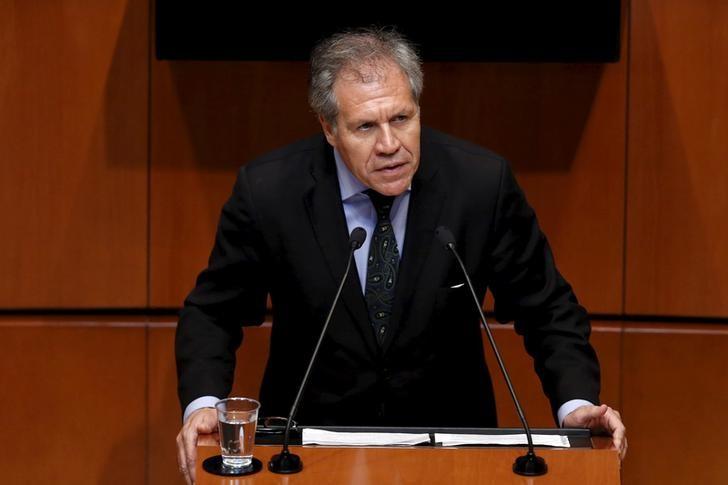 El Secretario General de la OEA, Luis Almagro da un discurso durante una sesión plenaria en el Senado de México, en Ciudad de México
