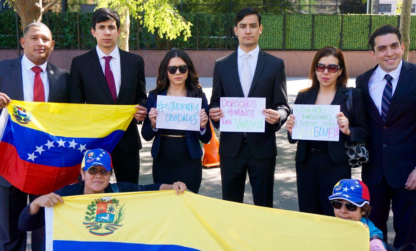 Estudiantes venezolanos en el exterior piden ayuda a la for Venezolanos en el exterior