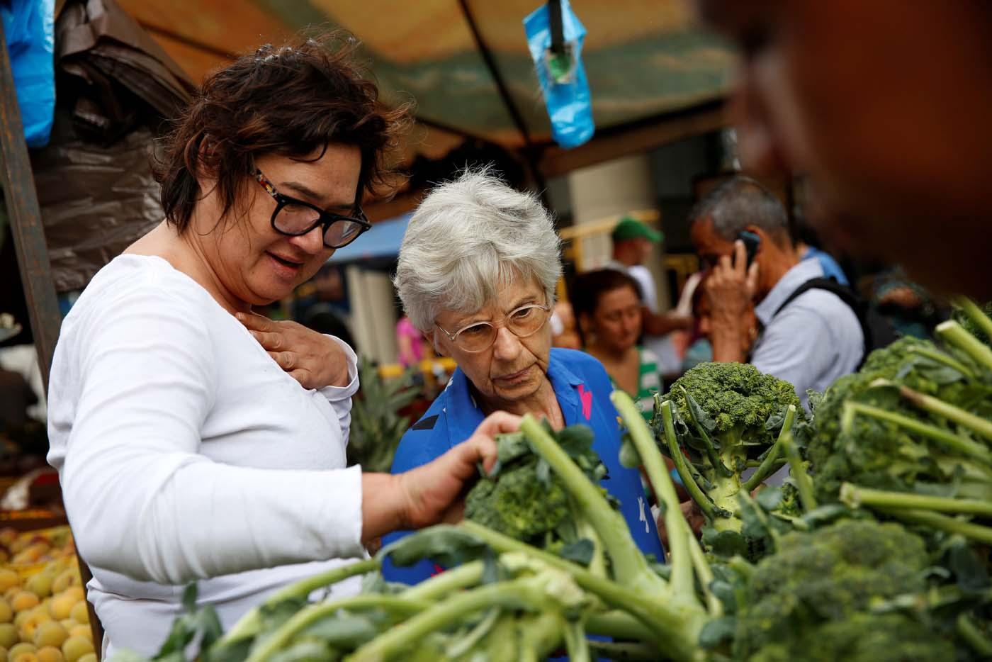 Comer menos demora el envejecimiento y extiende la esperanza de vida