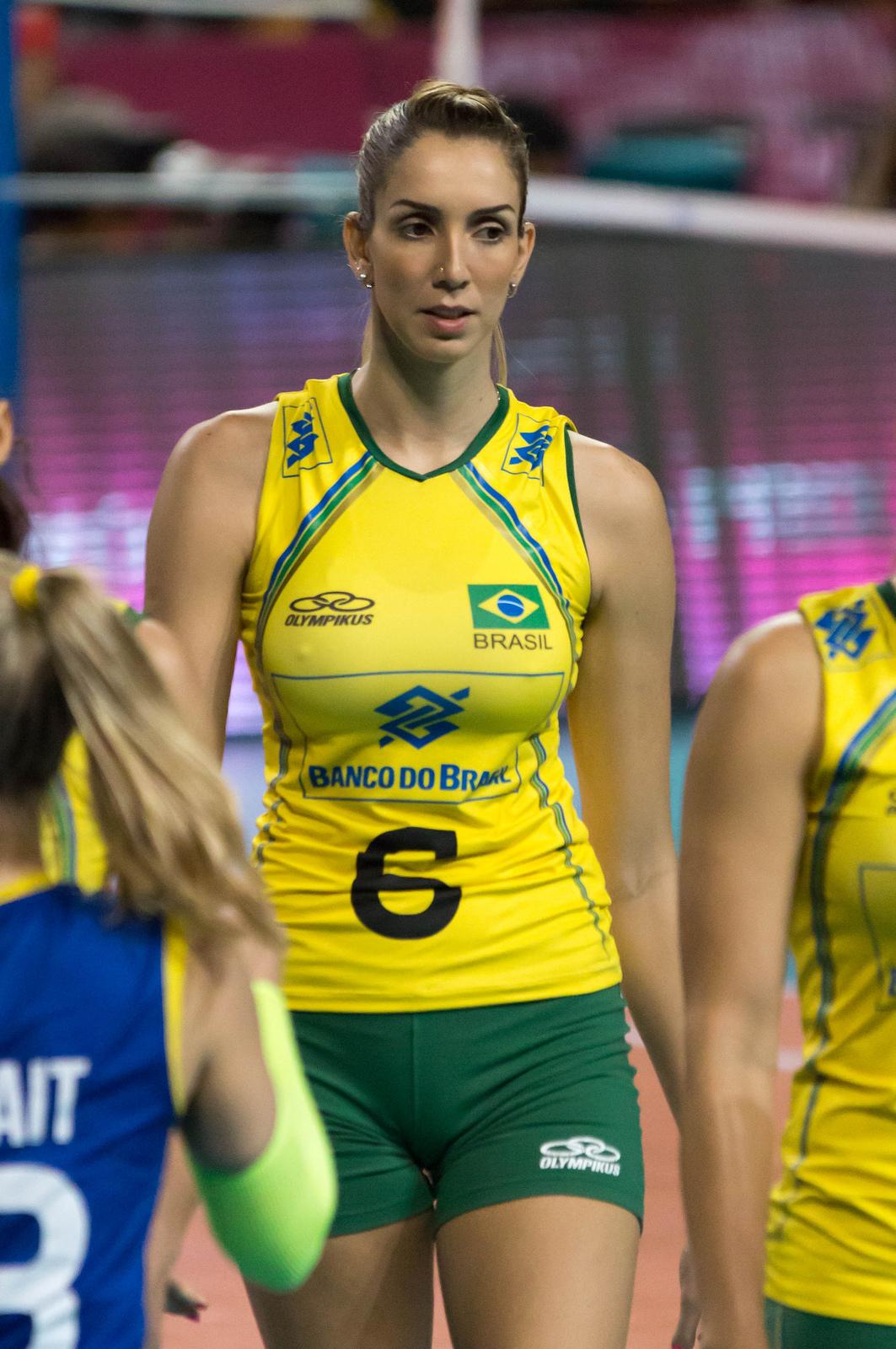 Thaisa-Menezes (14)