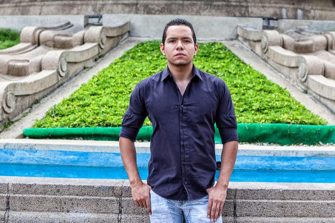 IVÁN ZAMBRANO. Periodista, 27 años, cobra el salario base: 26€. VLADIMIR MARCANO