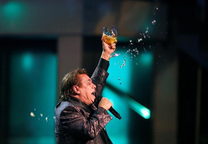 Foto de archivo de Gabriel cantando en la entrega de los Grammy Latinos en Las Vegas