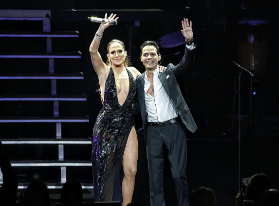 VIDEO: Jennifer Lopez y Marc Anthony se reencuentran en el escenario