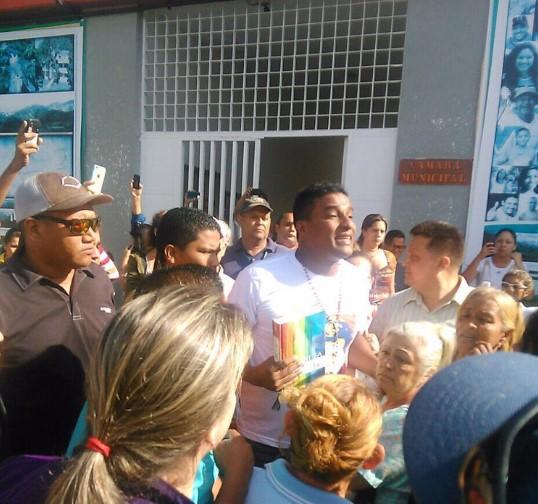 Así se llevó el SEBIN a @DelsonGuarate de la Alcaldía hace minutos. Foto: @LuisSomaza
