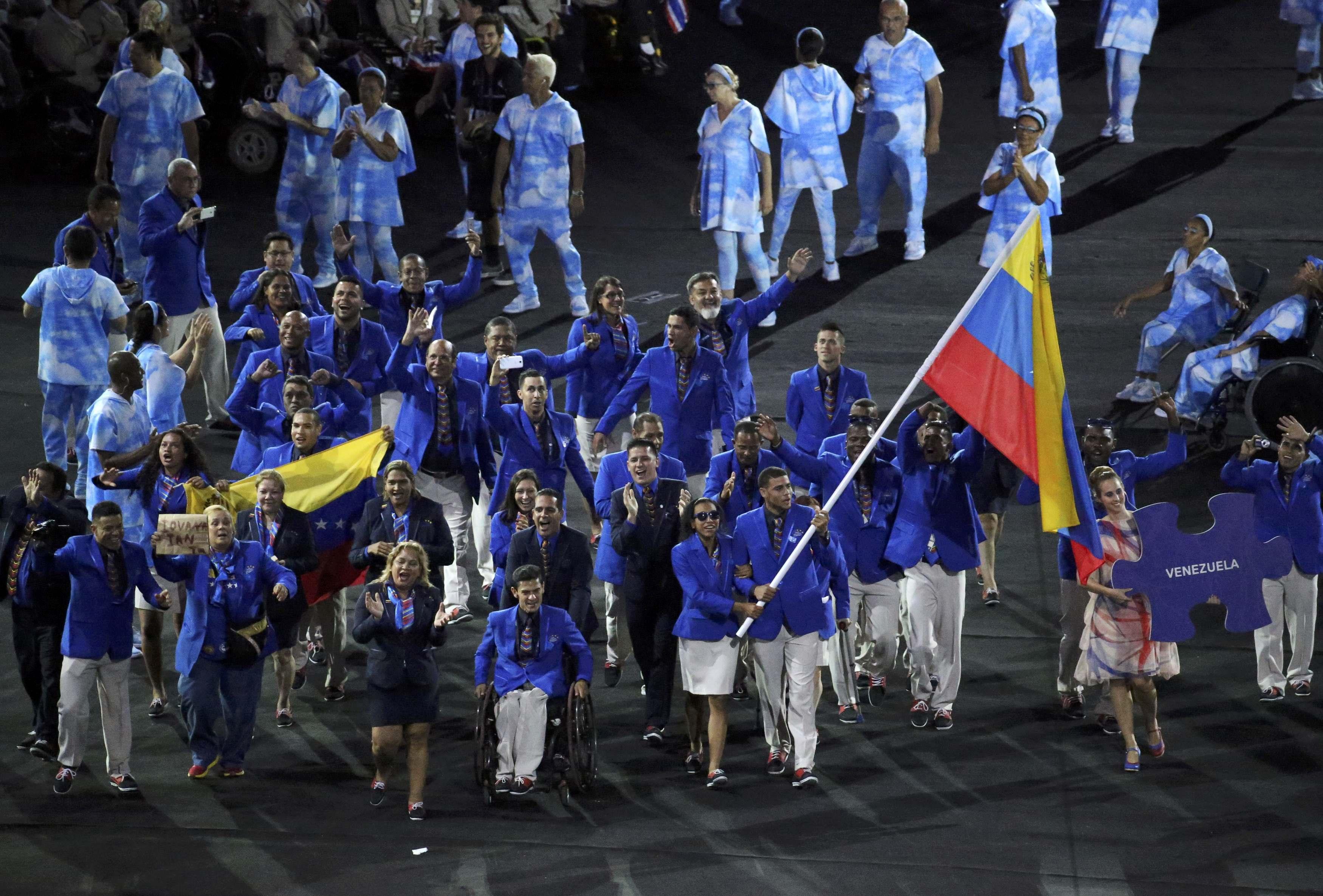 Luis Zepeda se cuelga medalla de plata en lanzamiento de jabalina