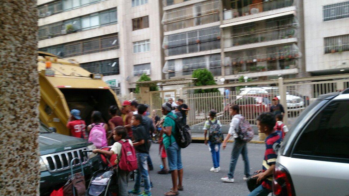 Venezolanos-comiendo-desechos (1)