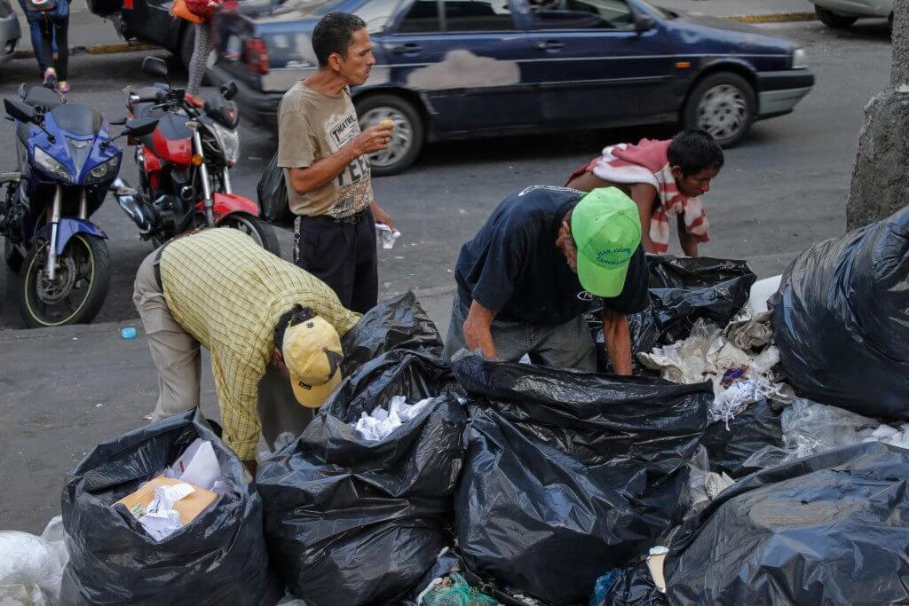 Venezolanos-comiendo-desechos (11)