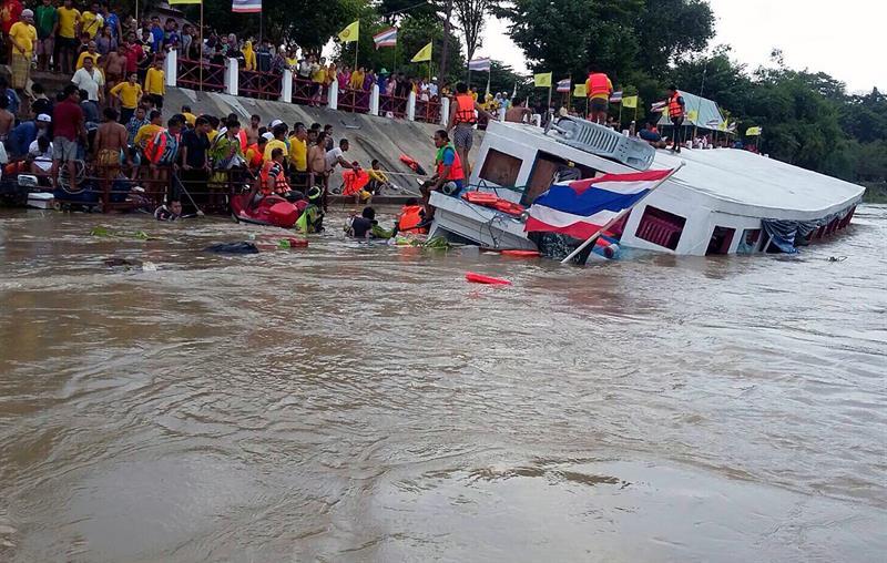 Naufragio en Tailandia deja al menos 13 muertos y 30 heridos