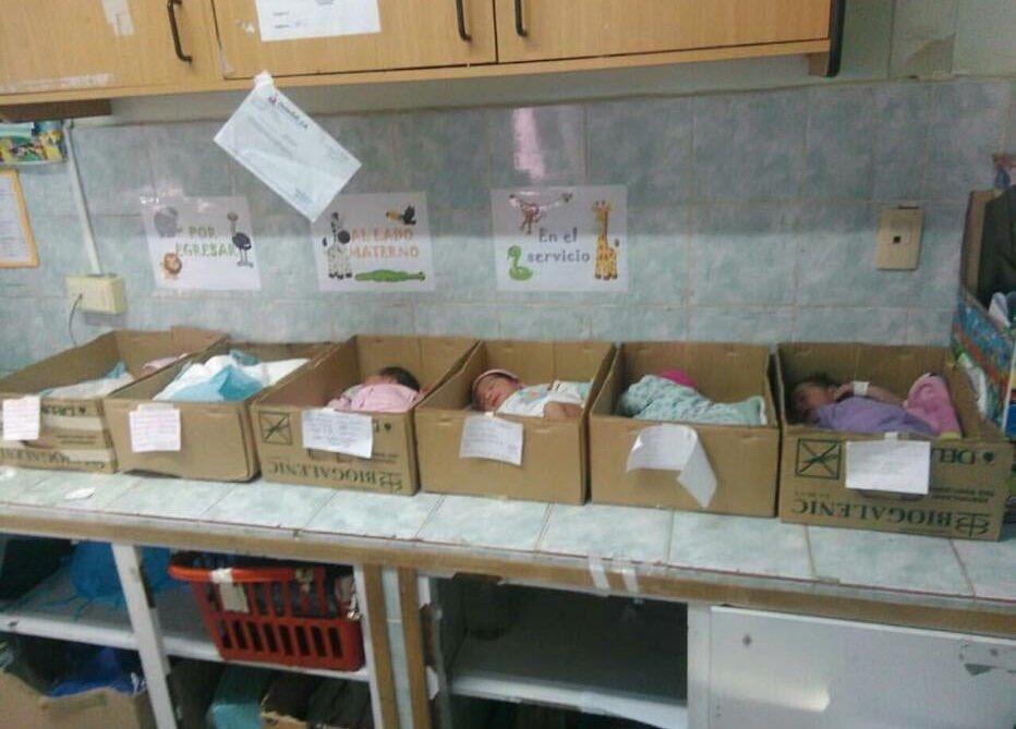 Presidente del IVSS rechazó colocación de recién nacidos en cajas de cartón