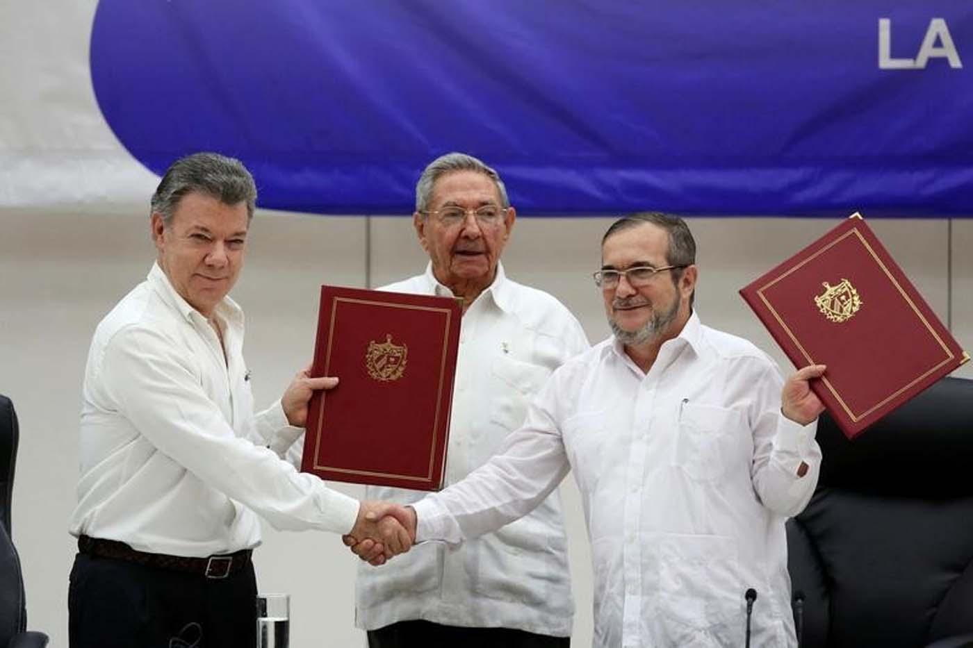Uribe lidera protesta en Cartagena contra el acuerdo de paz en Colombia