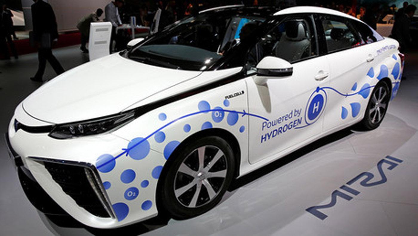 El Mirai, palabra que en japonés significa futuro, es un modelo que genera electricidad utilizando hidrógeno y emite únicamente agua. Este vehículo ambiental eléctrico alcanza una velocidad de 178 kilómetros por hora y tiene un costo aproximado de 73.000 dólares.
