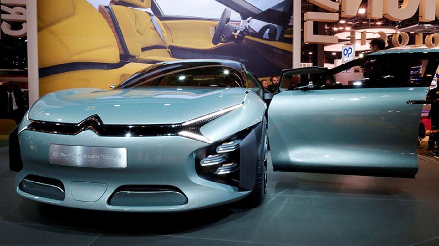 La compañía francesa Citroën dará a conocer el nuevo CXperience, un vehículo híbrido que combina un motor eléctrico de 100 CV y uno de combustión de 1,6 litros que desarrollan 300 CV en conjunto. Ofrece hasta 60 kilómetros de autonomía eléctrica.