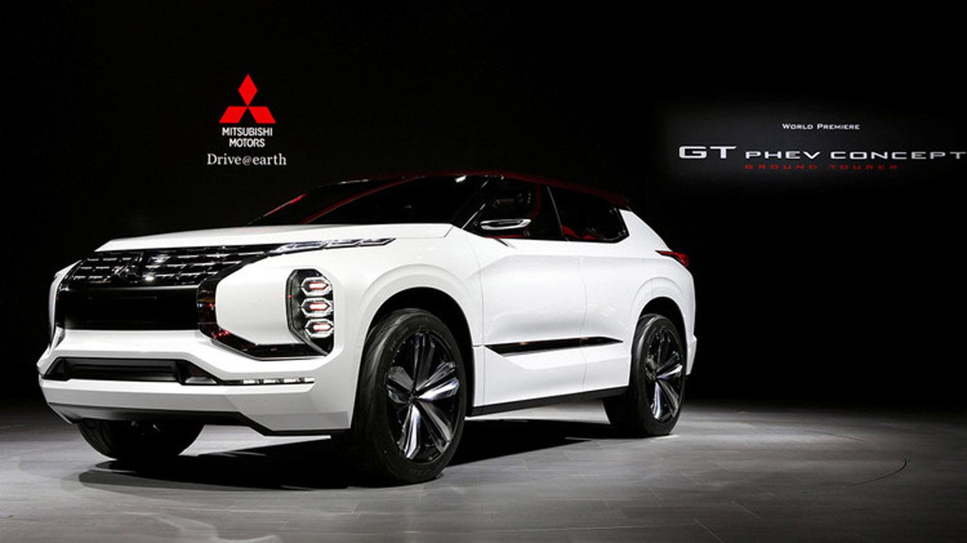 La compañía Mitsubishi mostrará el GT-PHEV, su primera propuesta híbrida, con una autonomía de 120 kilómetros en modo eléctrico y combinada de 1.200 kilómetros. Incorpora la tecnología Dynamic Shield, que protege al conductor y al vehículo en caso de choque.
