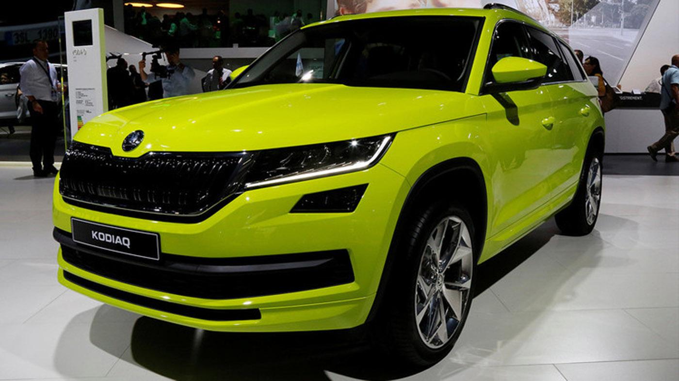 El nuevo Skoda Kodiaq es el primer vehículo utilitario deportivo de la compañía checa. Con sus siete plazas, este robusto coche de 4,7 metros de longitud cuenta en sus tres versiones con motores de gasolina con 125, 150 y 180 CV. Está disponible por un precio aproximado de 29.000 dólares.