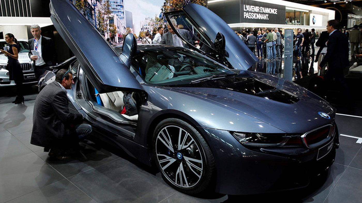 La compañía alemana BMW presentará el potente y moderno i8, un deportivo de alto nivel con 362 CV gracias a su motor TwinPower Turbo, que le permite acelerar de 0 a 100 kilómetros en solo 4,4 segundos.