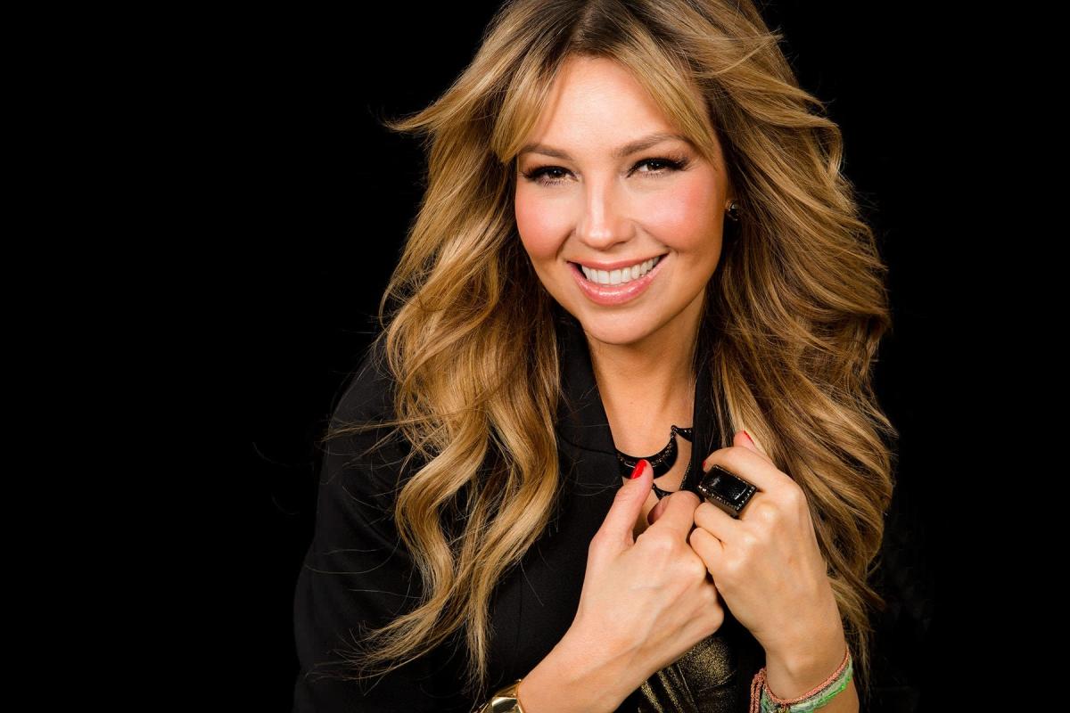 """¡Al mejor estilo de JLo! Thalía estrena """"retaguardia"""" y todos enloquecen"""
