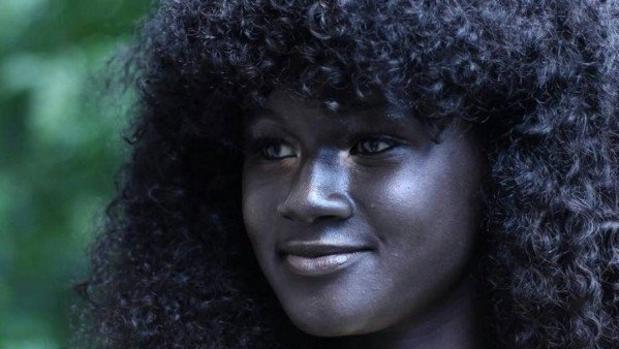 Resultado de imagen para Khoudia Diop: La chica que conquistó Internet con su color de piel único